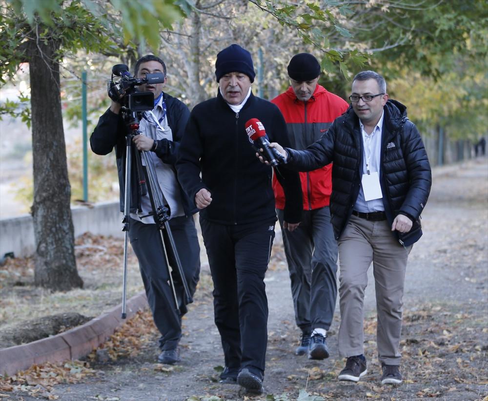 Hulusi Akar'dan peşinden yetişemeyen gazetecilere tavsiye - Sayfa 4