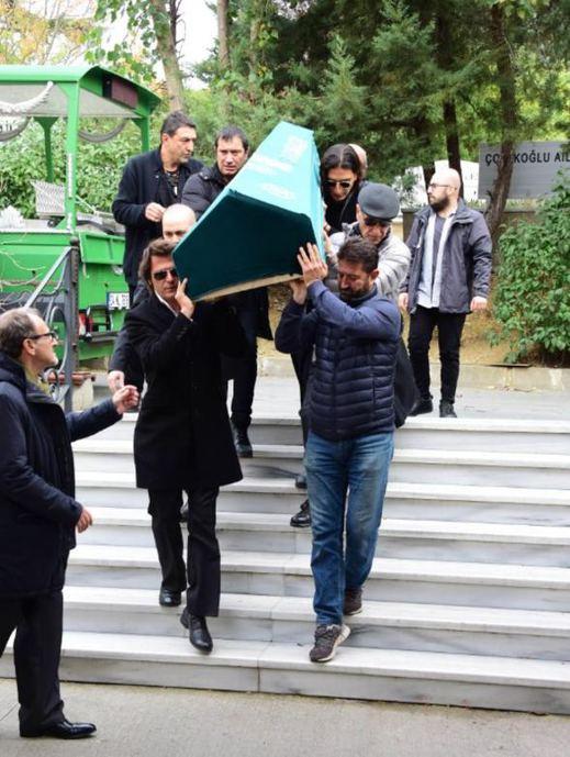 Babasını kaybeden Mehmet Günsür'ü dostları yalnız bırakmadı - Sayfa 4