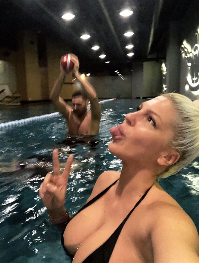 Jelena Karleusa'dan giderayak sınırları zorlayan paylaşım! - Sayfa 1