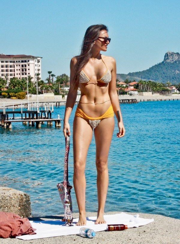 Eda Taşpınar'dan bikinili paylaşım! - Sayfa 1